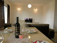 Apartments Sunrise - Apartment mit Balkon - Zimmer Pakostane