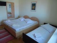 Guest House Jure - Dreibettzimmer mit eigenem Bad - Zimmer Ivan Dolac