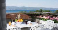Apartments The Seasons Residence - Apartment mit Balkon - Ferienwohnung Rogac