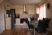 Apartment Maca - Apartment with Balcony - apartments trogir