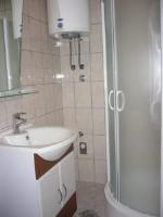 Apartments Prižmić - Dvokrevetna soba s bračnim krevetom i balkonom s pogledom na more - Sobe Podstrana