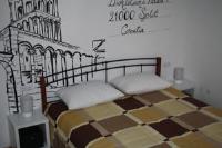 Postcard Room - Dvokrevetna soba Deluxe s bračnim krevetom (2 odrasle osobe + 1 dijete) - Sobe Split