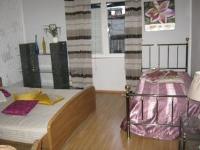 Rooms Linna - Trokrevetna soba s vlastitom kupaonicom izvan sobe - Sobe Vodice
