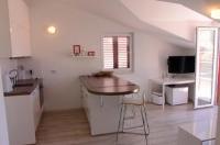 Apartments Anja - Apartment - auf 2 Etagen - Ferienwohnung Promajna