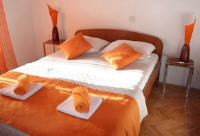 Guest House Iva - One-Bedroom Apartment with Balcony - apartments makarska near sea