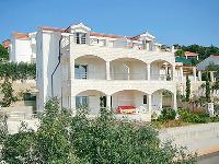 Apartments Villa Marta - Apartment for 2+2 persons - Apartments Okrug Gornji