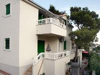 Smještaj Varoš - Apartman za 2+2 osobe -Prizemlje - Apartmani Razanj