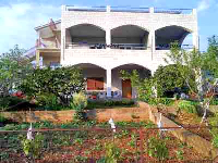 Appartements Familiales Peran - Appartement pour 2+2 personnes (1) - Appartements Grebastica